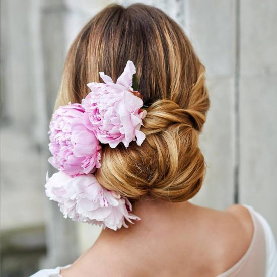 kok ślubny z kwiatami