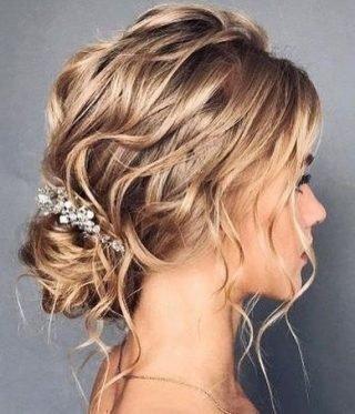 Fryzury ślubne z ozdobą - cienkie włosy