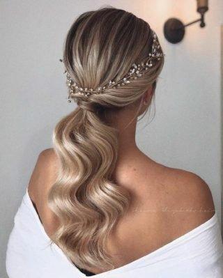upięcie cienkich włosów na wesele kucyk