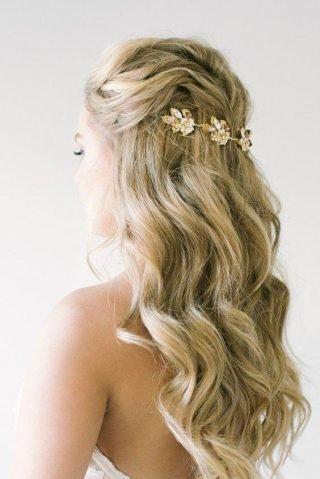 fryzury ślubne dla cienkich włosów - fale