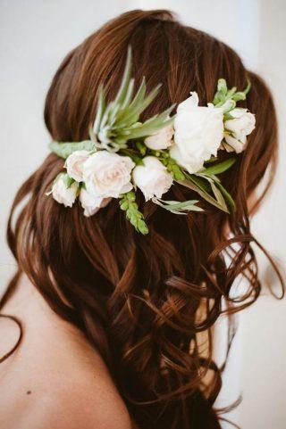 Fryzury ślubne dla cienkich włosów - wianek
