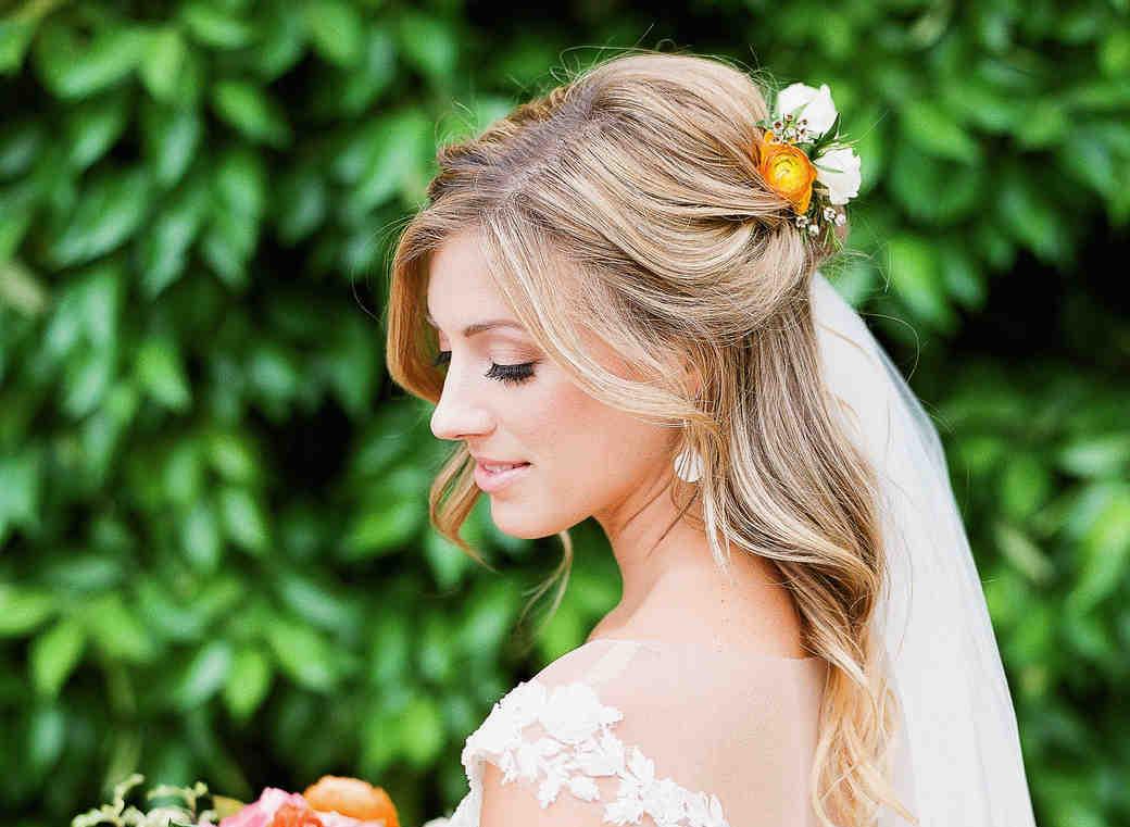 b98406bf4b Fryzury ślubne dla niskich kobiet - Wedding.pl inspiruje