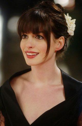 Fryzury ślubne z grzywką w stylu gwiazd - Anna Hathaway