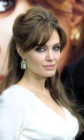 Fryzury ślubne z grzywką w stylu gwiazd - Angelina Jolie