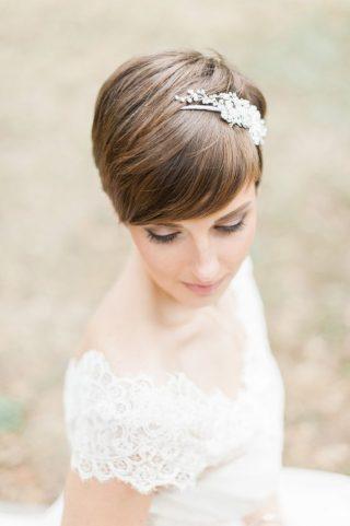 Fryzury ślubne z grzywką - bardzo krótkie włosy