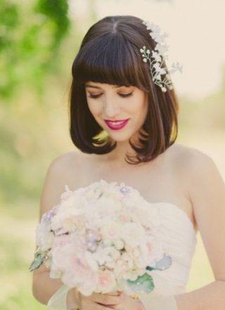 Fryzury ślubne z grzywką - proste włosy