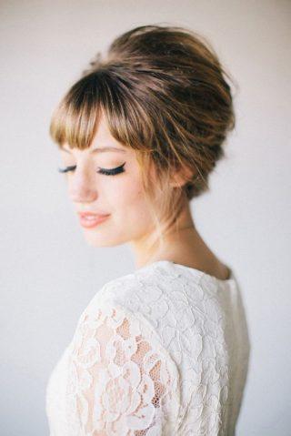 Fryzury ślubne z grzywką - retro kok