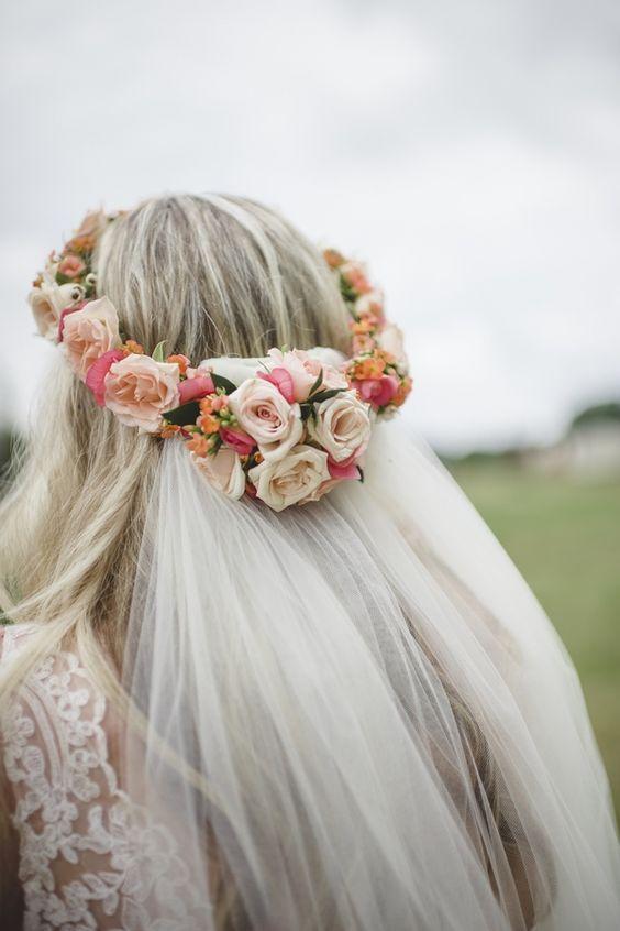 Fryzury ślubne Z Wiankiem Kwiaty We Włosach Panny Młodej