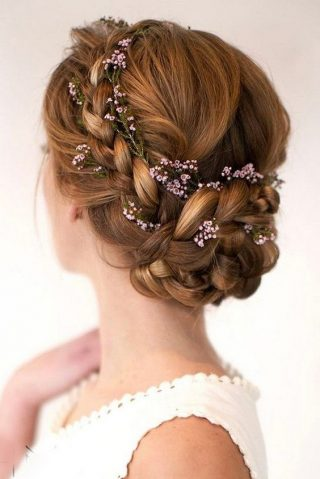 kok weselny z przeplatanymi kwiatami
