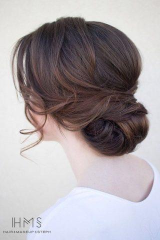 kok weselny z pokręconymi włosami