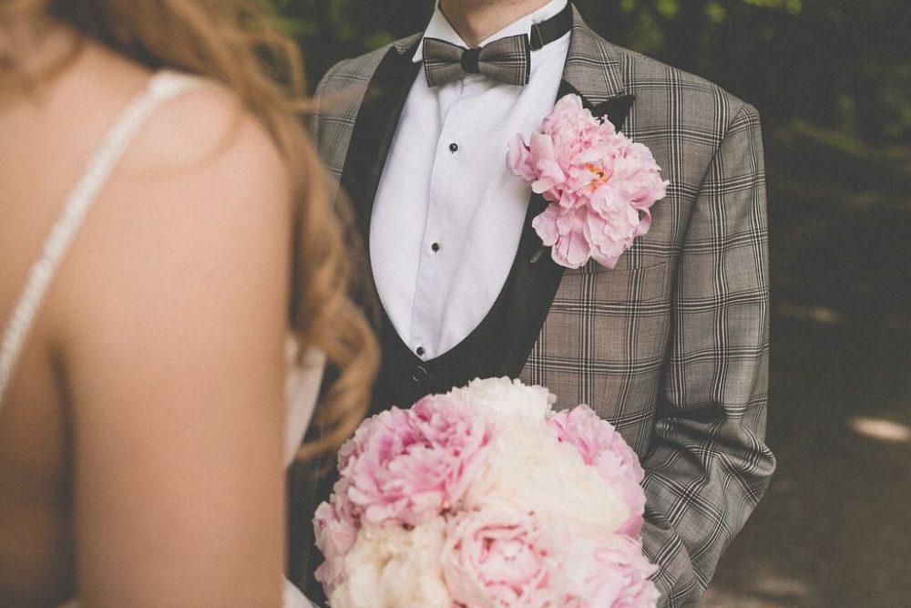 5ac9eeac7b7 Garnitury ślubne 2018 - modne porady i inspiracje - Wedding.pl
