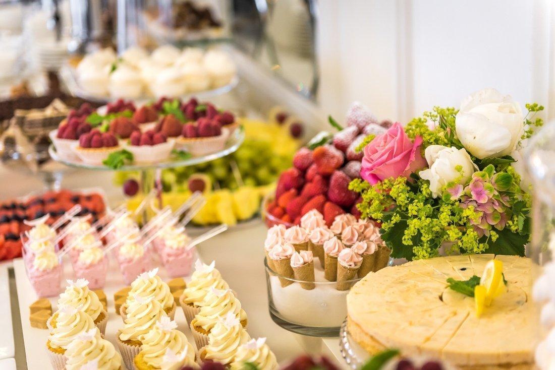 Hotel Windsor - słodki stół