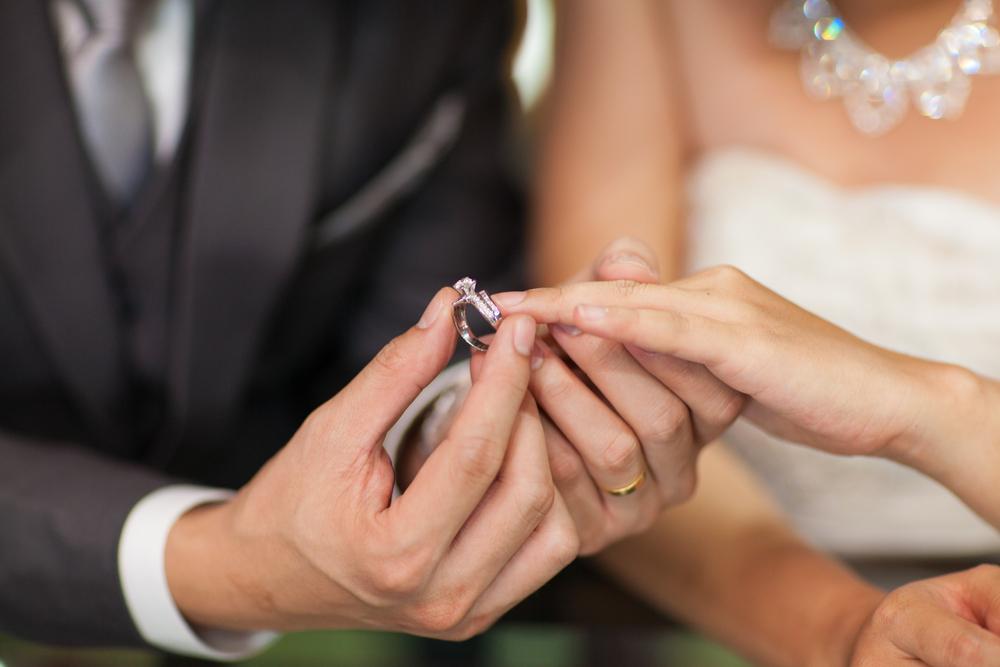 Jak nosić pierścionek zaręczynowy po ślubie? - zdjęcie 1