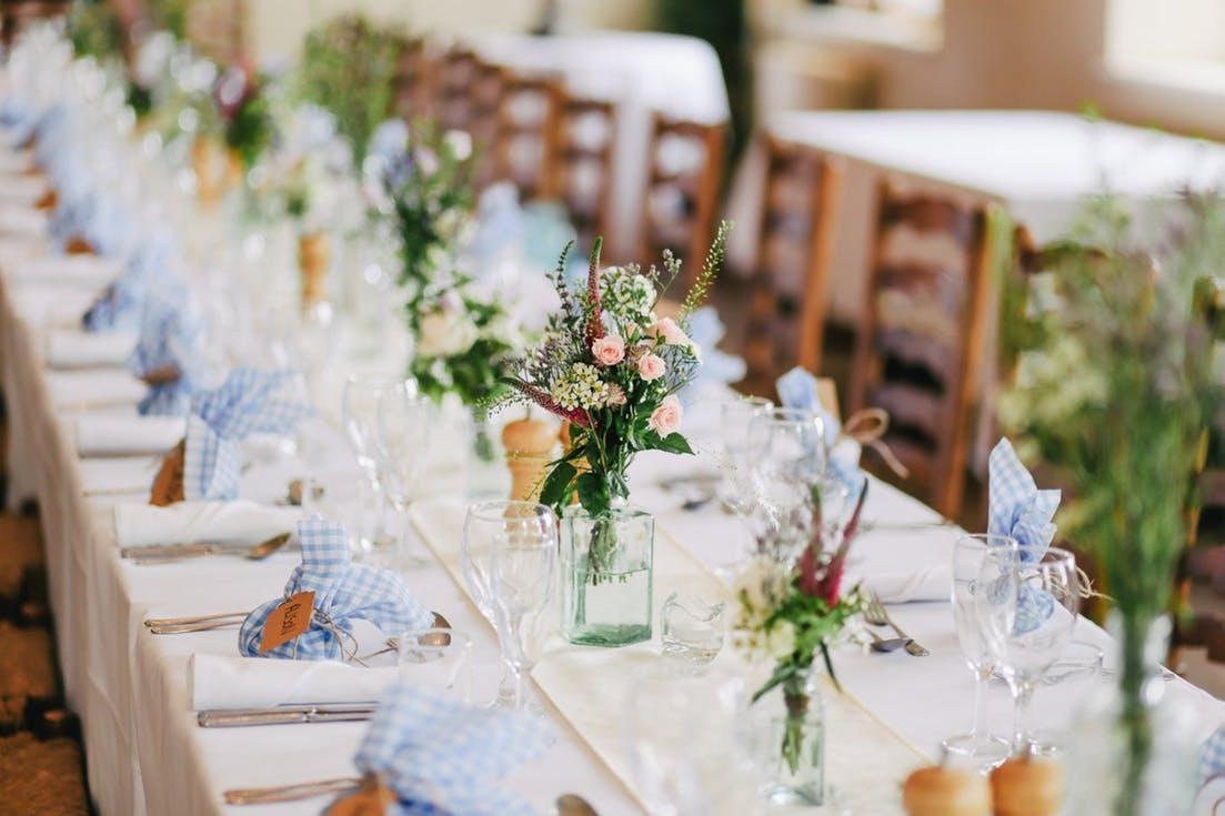 Jak oszczędnie zorganizować ślub i wesele - dekoracje