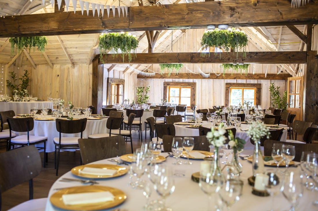 Jak oszczędnie zorganizować ślub i wesele - wybór sali weselnej