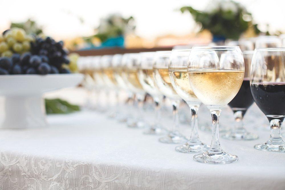 Ile alkoholu na wesele? Przelicznik