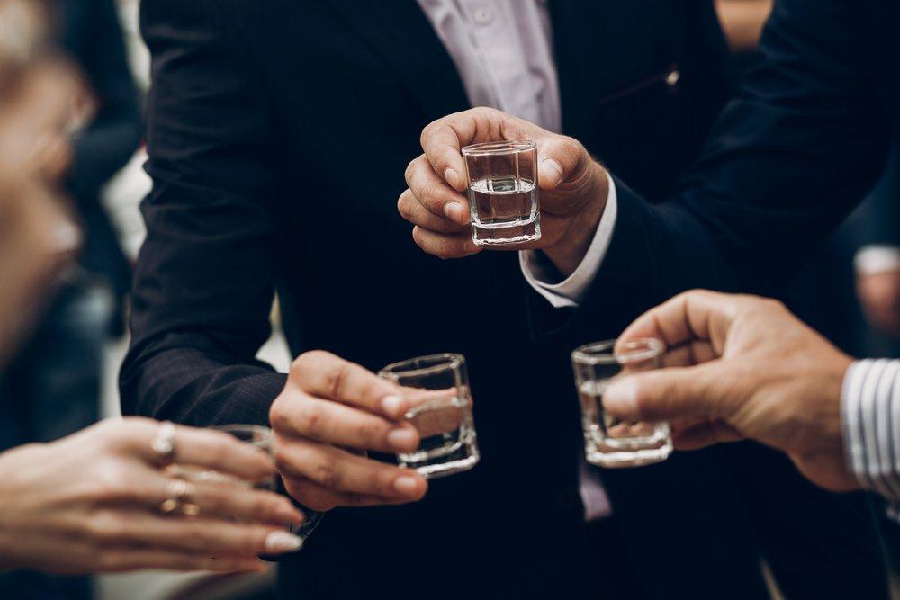 Jak przeliczyć ilość alkoholu na weselu