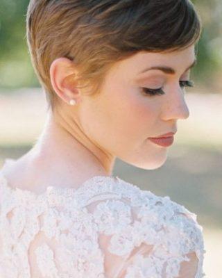 Krótkie fryzury ślubne w naturalnej wersji