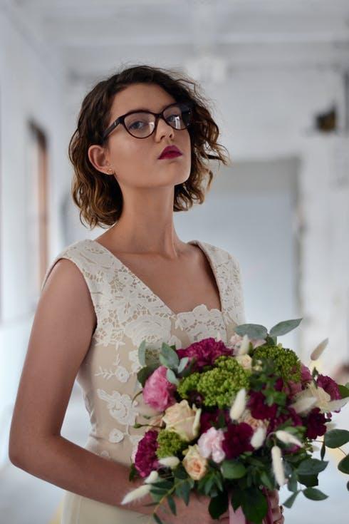krótkie fryzury damskie na wesele