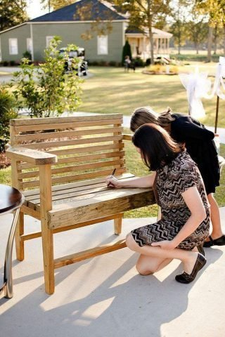ławka jako księga gości
