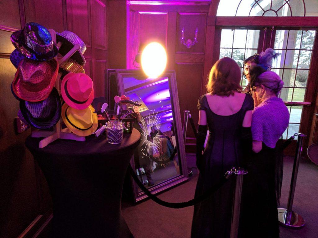 Lustrzane fotobudki - najnowszy trend w atrakcjach weselnych - zdjęcie 3