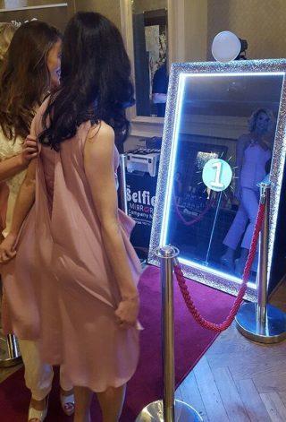 Lustrzane fotobudki - najnowszy trend w atrakcjach weselnych - zdjęcie 4