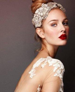 Makijaż ślubny z czerwonymi ustami