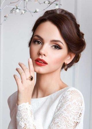 Makijaż ślubny 2020 czerwone usta