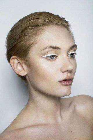 Makijaż ślubny z białymi kreskami