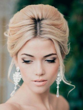 Makijaż ślubny z kreskami na oczach