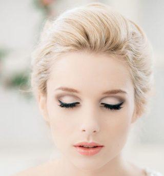 Makijaż ślubny - różowe usta