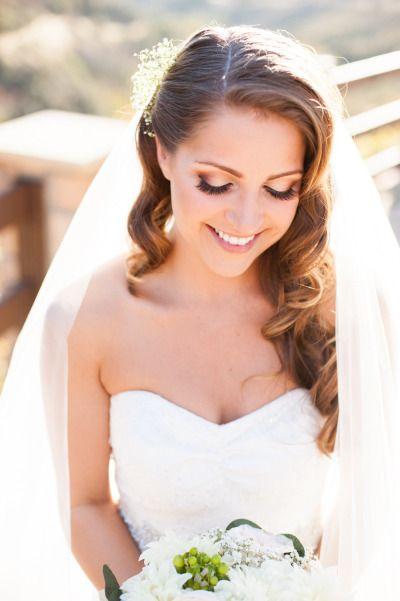 Makijaż ślubny z beżowymi oczami