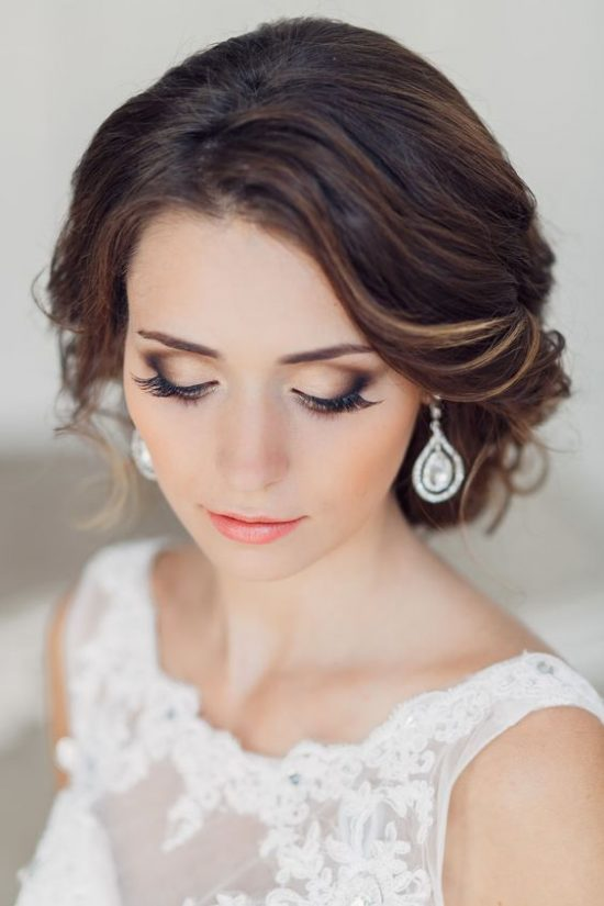 Makijaż ślubny z długimi rzęsami