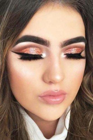 Makijaż ślubny ze złotymi powiekami