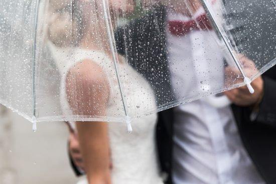niezbędnik Panny Młodej w dniu ślubu - parasol