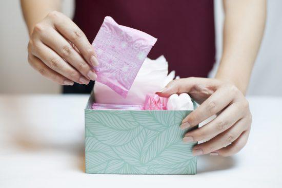 niezbędnik Panny Młodej w dniu ślubu - podpaski i tampony