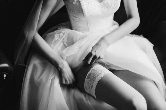 niezbędnik Panny Młodej w dniu ślubu - rajstopy i pończochy