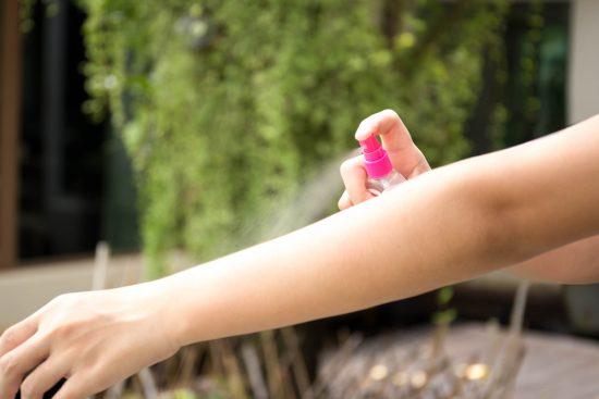 niezbędnik Panny Młodej w dniu ślubu - spray na owady