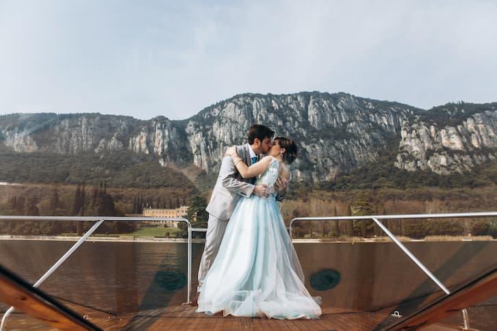 para młoda na łódce zmiana nazwiska po ślubie