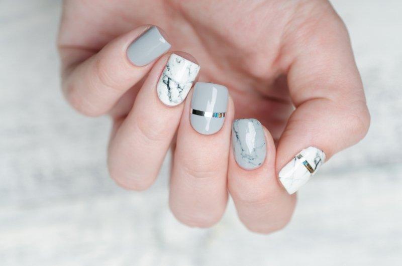 Manicure ślubny 2020 - marmurkowy paznokcie