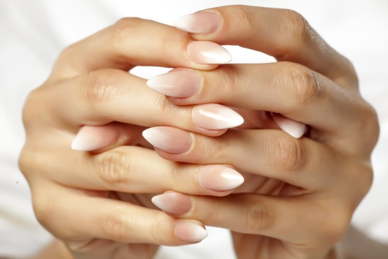 Manicure ślubny 2020 - paznokcie ombre