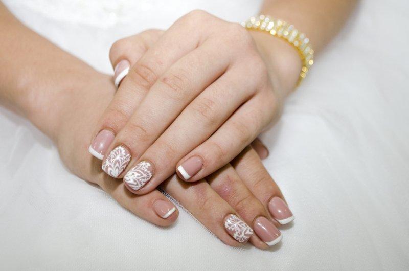 Manicure ślubny 2020 - białe paznokcie