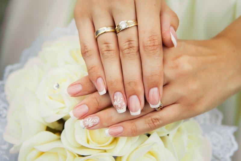 Manicure ślubny 2020 - french