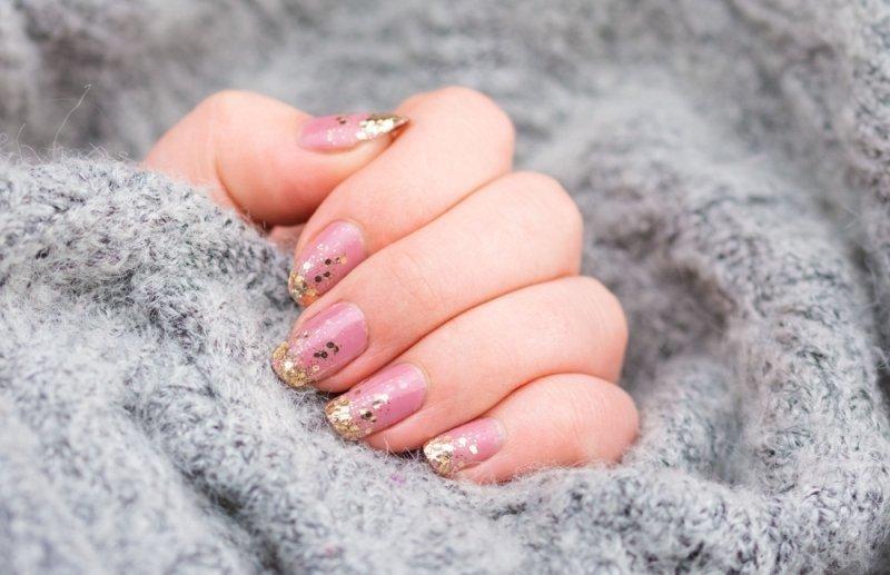 Manicure ślubny 2020 - złote paznokcie
