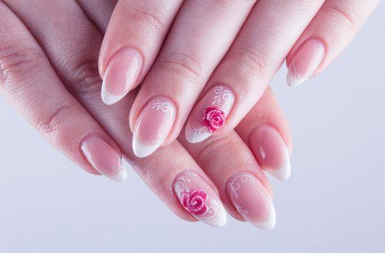 Manicure ślubny w kwiaty - zdjęcie 9