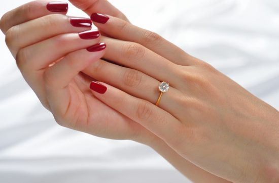 Manicure w kolorze czerwieni - zdjęcie 6