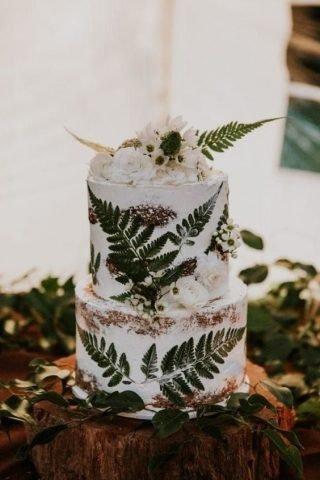 Tort weselny z paprocią