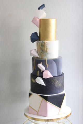 Tort weselny z bryłami geometrycznymi