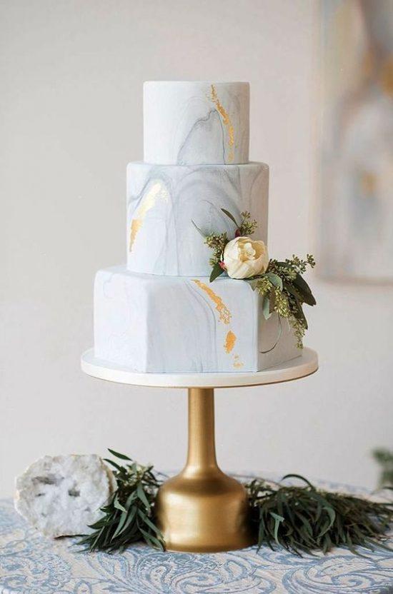 Marmurkowy tort weselny