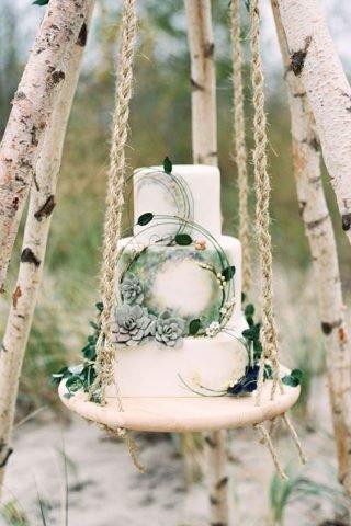 Biało-zielony tort weselny